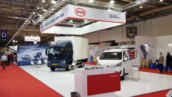 Το περίπτερο της εταιρείας «Πέτρος Πετρόπουλος» στην έκθεση «Cargo Truck & Van Expo 2021», με βασικά εκθέματα τα πλήρως ηλεκτρικά BYD ETP3 και BYD ETM6.