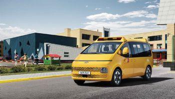 Για τη μεταφορά 13 ή 15 επιβατών προορίζεται το νέο σχολικό λεωφορείο Hyundai Staria Kinder.