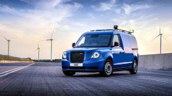 Η εταιρεία «LEVC» που κατασκευάζει τα γνωστά «μαύρα» Taxi του Λονδίνου, παρουσίασε και επίσημα το νέο ηλεκτροκίνητο Van της που φέρει την ονομασία «VN5». Το VN5 είναι το νέο ηλεκτροκίνητο Van της εταιρείας LEVC που κατασκευάζει τα διάσημα μαύρα ταξί του Λονδίνου.
