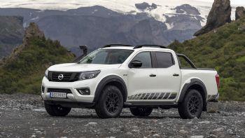 Η Nissan ανακοίνωσε την έναρξη των πωλήσεων της κορυφαίας έκδοσης του Navara, της «Off-Roades AT32» που υπόσχεται απροβλημάτιστη κίνηση ακόμη και σε ακραίες εκτός δρόμου συνθήκες! Η κορυφαία έκδοση του Nissan Navara με την ονομασία «Off-Roader AT32» είναι πλέον διαθέσιμη στην αγορά της Μ. Βρετανίας.