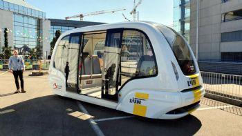 Ένα αυτόνομο λεωφορείο μικρών διαστάσεων ξεκίνησε τις πιλοτικές δοκιμές εξέλιξης του στο αεροδρόμιο των Βρυξελλών με στόχο την έναρξη της κανονικής χρήσεως του από τα μέσα του 2021. Ένα αυτόνομα κινούμενο –ηλεκτροκίνητο- λεωφορείο μικρών διαστάσεων ξεκίνησε τις δοκιμές εξέλιξης του στο αεροδρόμιο των Βρυξελλών.