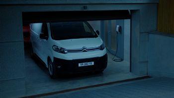 Δείτε την 1η διαφήμιση του νέου Citroen e-Jumpy που ξεκινά την εμπορική του πορεία στις διάφορες αγορές της ΕΕ με μέγιστη αυτονομία έως και 330 χλμ. Αποδοτικό, πρακτικό και ηλεκτρικό! (+vid)