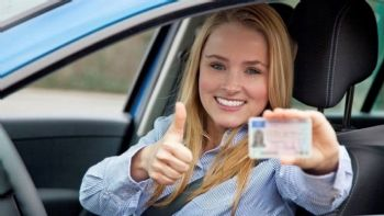 Συνολικά 69,02 ευρώ καλούνται να πληρώσουν όσοι χάσουν το δίπλωμα οδήγησης τους και κάνουν αίτηση επανέκδοσής του, σύμφωνα με όσα έκανε γνωστά η γενική γραμματεία του υπουργείου Μεταφορών. Έχασες το δίπλωμα; Πλήρωσε 69 ευρώ!