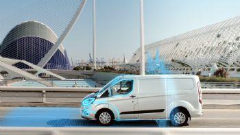 Τα επαγγελματικά οχήματα της Ford μπορούν να ενεργοποιήσουν αυτόματα την πλήρως ηλεκτροκίνητη λειτουργία τους στις ζώνες μηδενικών εκπομπών ρύπων μέσω της τεχνολογίας «Geofencing»… Πλήρως συμβατά με εφαρμογές «Geofencing» είναι τα… connected ελαφρά επαγγελματικά της Ford.