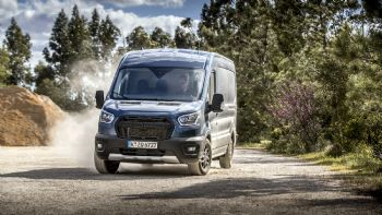 Διαθέσιμες σύντομα και στην Ελλάδα οι νέες εκδόσεις «Active» & «Trail» για τα Transit, Transit Custom και Transit Connect. Ανακαλύψτε τις! Οι νέες εκδόσεις «Trail» προσδίδουν ακόμη μεγαλύτερη… σκληράδα και δυναμισμό στο έτσι και αλλιώς ακατάβλητο Ford Transit…