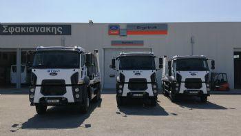 Η Ergotrak, μέλος του Ομίλου Σφακιανάκη, παρέδωσε δύο νέα ανατρεπόμενα φορτηγά της Ford Trucks που ενσωματώνονται στον στόλο οχημάτων της ΕΥΔΑΠ. H Ergotrak, μέλος του Ομίλου Σφακιανάκη, παρέδωσε δύο νέα τριαξονικά φορτηγά της Ford Truck στο στόλο οχημάτων της ΕΥΔΑΠ.