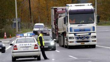 Σε ανακοίνωση της η ΟΦΑΕ καταγγέλλει τα σημαντικά προβλήματα στις συνοριακές διελεύσεις της χώρας, μετά τα νέα περιοριστικά μέτρα από 1.3.2021 που θέτουν σε κίνδυνο την ομαλή διεθνή ροή των εμπορευμάτων.  «Χάος στις συνοριακές διελεύσεις της χώρας»