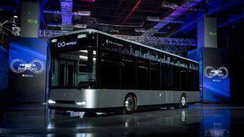 Το ηλεκτρικό λεωφορείο Model T υπόσχεται αυτονομία άνω των 400 χλμ.