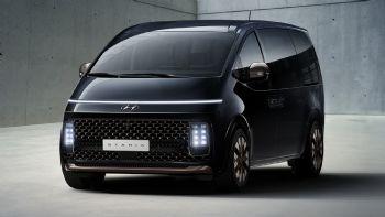 Για το μέλλον των μεγάλων πολυμορφικών μοντέλων της μας προϊδεάζει η Hyundai, παρουσιάζοντας το πολυτελές «Staria» που μπορεί να μεταφέρει από 2 έως 11 επιβάτες!  Μια ματιά στο μέλλον της Hyundai παίρνουμε με το STARIA των έως και 11 θέσεων.