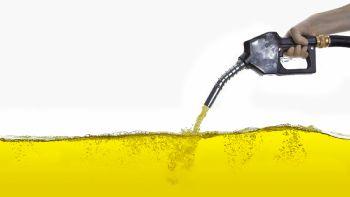 Με σχετική ανακοίνωση της η ΠΟΠΕΚ επισημαίνει πως η εξαίρεση των υγρών καυσίμων από το πακέτο μειώσεων στη φορολογία που προωθεί η κυβέρνηση είναι μια σοβαρή παράλειψη. Μείωση της φορολογίας στα καύσιμα ζητά με σχετική ανακοίνωση της η Πανελλήνια Ομοσπονδία Πρατηριούχων Εμπόρων Καυσίμων (ΠΟΠΕΚ).