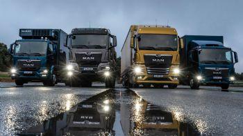Η MAN Truck & Bus παρουσίασε την εντελώς νέα γκάμα φορτηγών της που σηματοδοτεί την είσοδο σε μια νέα εποχή για τις μεταφορές, καθώς είναι πλέον σε θέση να προσφέρει πολλαπλά αναβαθμισμένα οφέλη & υπηρεσίες στους πελάτες της.  Ολική επαναφορά!