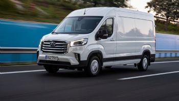 Με αιχμή του δόρατος τα νέα ηλεκτροκίνητα ελαφρά επαγγελματικά της οχήματα και ξεκάθαρη στόχευση στην αξιοποίηση νέων τεχνολογικών λύσεων, προσφέρει σημαντικά οφέλη στον σύγχρονο επαγγελματία. To νέο μοντέλο της Maxus στην κατηγορία των Μεγάλων Vans, το Deliver 9, είναι διαθέσιμο τόσο σε συμβατικές όσο και αμιγώς ηλεκτροκίνητες εκδόσεις.