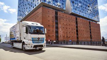 Η Mercedes-Benz Trucks ανακοίνωσε την ολοκλήρωση ενός έτους δοκιμών σε πραγματικές συνθήκες χρήσης της ηλεκτροκίνητης έκδοσης του Actros, το οποίο θα λανσαριστεί στις αρχές του 2021.  Το Mercedes-Benz eActros συμπλήρωσε ένα έτος δοκιμών σε πραγματικές συνθήκες χρήσης και ήδη…