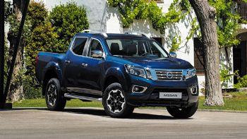 Το Nissan Navara ανανεώνεται σε όλους τους τομείς και ξεκινά σύντομα την εμπορική του πορεία στις διάφορες αγορές της ΕΕ, ρίχνοντας το… γάντι στον -έτσι και αλλιώς- έντονο ανταγωνισμό. Ωριμάζει και αντεπιτίθεται!