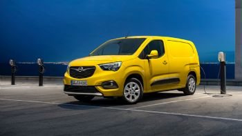 Με ωφέλιμο όγκο φόρτωσης έως και 4,4 κ.μ., το νέο e-Vanette της Opel θα λανσαριστεί στις διάφορες αγορές της ΕΕ προς το τέλος του 2021.  Το νέο Opel Combo-e θα λανσαριστεί στις διάφορες αγορές της ΕΕ προς το τέλος του 2021.