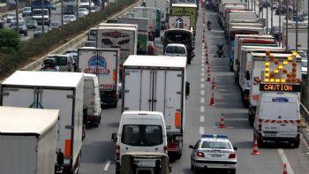 Για την ασφαλέστερη κίνηση των οχημάτων κατά το τριήμερο του Αγ. Πνεύματος, θα ισχύσουν περιορισμοί στην κυκλοφορία των φορτηγών οχημάτων με ωφέλιμο φορτίο άνω των 1,5t. Περιορισμοί στην κυκλοφορία των οχημάτων με ωφέλιμο άνω των 1,5t. θα ισχύσουν στο εθνικό οδικό δίκτυο κατά τη διάρκεια του 3ήμερου του Αγ. Πνεύματος.