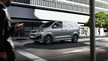 Ανακαλύψτε τα πολλαπλά οφέλη και τις νέες δυνατότητες που προσφέρει στον σύγχρονο επαγγελματία το πλήρως ηλεκτροκίνητο Peugeot e-Expert.  Νέα τάξη πραγμάτων στα Μεσαία Vans (+vid)