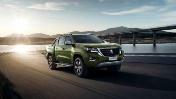 Το Landtrek είναι τελικά η ονομασία του νέου μεσαίου Pick-Up της Peugeot Professionnel που αρχικά θα λανσαριστεί στην Λατ. Αμερική και την υποσαχάρια Αφρική Το Landtrek είναι το νέο Pick-Up της Peugeot, που ωστόσο δεν προορίζεται προς το παρόν για τις διάφορες αγορές της ΕΕ.