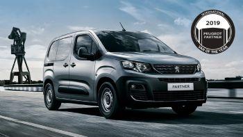 Στην προνομιακή τιμή των 14,518 ευρώ (προ ΦΠΑ) είναι διαθέσιμο το εξαιρετικό νέο Peugeot Partner Van για περιορισμένο αριθμό οχημάτων, ενισχύοντας περαιτέρω την εξαιρετική σχέση τιμής – αξίας που επιδεικνύει. Διαθέσιμο με κόστος από 14.518 ευρώ ευρώ (προ ΦΠΑ) είναι για περιορισμένο αριθμό οχημάτων το νέο Peugeot Partner Van.