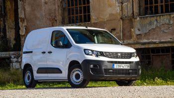 Στις σελίδες του νέου Auto Τρίτη Επαγγελματικά που κυκλοφορεί σύντομα, φιλοξενούμε την πρώτη δοκιμή στην ελληνική αγορά του νέου Peugeot Partner Van, ενός εκ των πιο σημαντικών νέων ελαφρών επαγγελματικών. Το νέο Peugeot Partner Van είναι διαθέσιμο στην ελληνική αγορά σε δύο εκδόσεις ως προς το μήκος του αμαξώματος και του μεταξονίου.