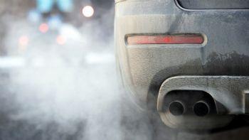 Η μερική ή ολική απαγόρευση κυκλοφορίας των παλαιών οχημάτων περιλαμβάνεται στο Σχέδιο Εθνικού Προγράμματος Ελέγχου Ατμοσφαιρικής Ρύπανσης που έχει κατατεθεί προς δημόσια διαβούλευση έως την 15η Ιουλίου.  Ακόμη και η μερική / ολική απαγόρευση κυκλοφορίας των παλαιών οχημάτων προβλέπεται στο σχέδιο του ΕΠΕΑΡ που έχει καταθέσει προς δημόσια διαβούλευση το υπουργείο Περιβάλλοντος.