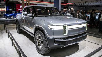 Παρά τις σημαντικές επενδύσεις που έχει πραγματοποιήσει μέχρι στιγμής, η εταιρεία ανακοίνωσε πως η παραγωγή του ηλεκτροκίνητου Pick-Up θα ξεκινήσει μέσα στο 2021 και όχι τον Δεκέμβριο όπως υπολογίζονταν αρχικά. Από το 2021 το Pick-Up της Rivian