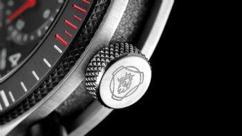 Με αφορμή τη συμπλήρωση 50 ετών ιστορίας του V8 κινητήρα της Scania, το τμήμα Έρευνας & Εξέλιξης της σουηδικής εταιρείας… καταπιάστηκε με τη δημιουργία τριών επετειακών ρολογιών για τους λάτρεις του «γρύπα». Το Τμήμα Έρευνας & Εξέλιξης της Scania δημιούργησε τρία νέα ρολόγια για τον εορτασμό των 50 ετών για τους V8 κινητήρες της εταιρείας.