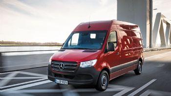 Στο πλαίσιο πρόσκλησης της Mercedes-Benz, είχαμε την ευκαιρία να οδηγήσουμε στην Ολλανδία το νέο Sprinter για εκατοντάδες χιλιόμετρα και σας μεταφέρουμε τις πρώτες εντυπώσεις μας…  Η νέα εποχή  των μεταφορών έφτασε!
