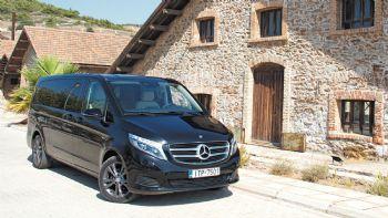 Ανεξάρτητα από το αν πρόκειται για ιδιωτική ή επαγγελματική χρήση,  η Mercedes-Benz V-Class αποτελεί μια από τις κορυφαίες προτάσεις  -και- στην ελληνική αγορά για τη μεταφορά έως και οκτώ επιβατών,  υπό πολυτελείς συνθήκες. Ας την ανακαλύψουμε λεπτομερέστερα.  Στον υπερθετικό βαθμό