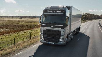 Η Volvo Trucks αναβάθμισε τους κινητήρες D11 και D13 ούτως ώστε να συμμορφώνονται με το νεότερο πρότυπο εκπομπών ρύπων Euro7D της Ευρωπαϊκής Ένωσης. Παράλληλα οι Σουηδοί υπόσχονται και χαμηλότερες τιμές κατανάλωσης καυσίμου. Οι αναβαθμισμένοι κινητήρες D11 και D13 της Volvo Trucksπροσφέρονται για τις σειρές φορτηγών FH, FM και FMX.