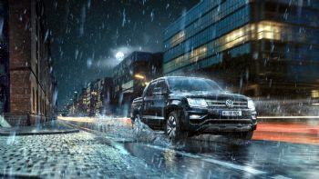 Σύμφωνα με τον επίσημο τιμοκατάλογο της Kosmocar A.E., η νέα –κορυφαία σε επιδόσεις- έκδοση του Volkswagen Amarok είναι διαθέσιμη και στην ελληνική αγορά με κόστος από 52.200 ευρώ! Το VW Amarok είναι πλέον διαθέσιμο και στην ελληνική αγορά με την κορυφαία έκδοση «Aventura» και τον –επίσης κορυφαίο- κινητήρα των 258 ίππων.