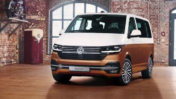 Η Volkswagen Commercial Vehicles ανακοίνωσε και επίσημα την παγκόσμια πρεμιέρα του νέου T6.1, με μια ανανεωμένη έκδοση της κορυφαίας επιλογής στη γκάμα του, το Multivan 6.1 «Bulli». Μέσα στο φθινόπωρο του 2019 θα ξεκινήσει η εμπορική πορεία του νέου VW T6.1 στις διάφορες αγορές της ΕΕ.