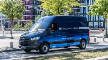 Συνεργασία Mercedes-Tesla για ηλεκτρικό βαν;