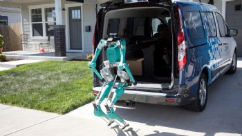 Αυτόνομες παραδόσεις με robots από τη Ford