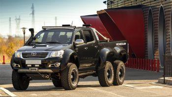 Θηριώδες 3αξονικό Toyota Hilux