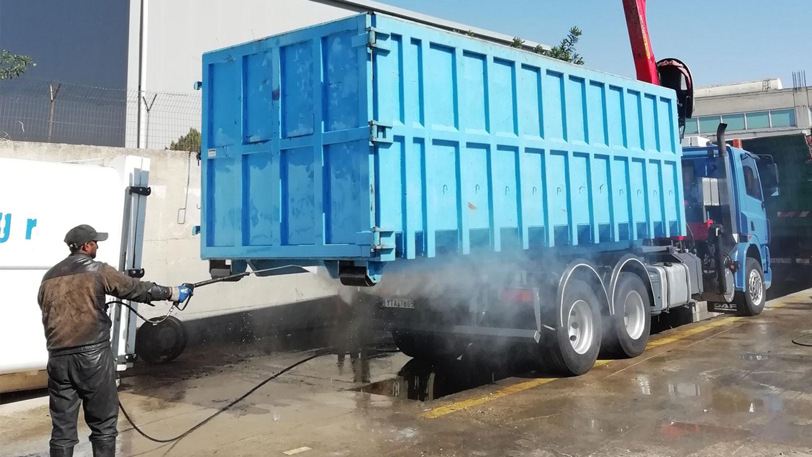 Στις εγκαταστάσεις της εταιρείας στον Ασπρόπυργο λειτουργείπλυντήριο και λιπαντήριο φορτηγών.